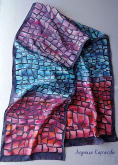 Купить или заказать Батик шарф из натурального крепдешина Венецианская мозаика в интернет-магазине на Ярмарке Мастеров. Шарф из натурального крепдешина. Воспоминание о Венеции, городке Мурано с его известными изделиями из стекла. Вот и на этом шарфики сложилась мозаика из ярких стеклышек. Этот яркий аксессуар оживит и украсит однотонную одежду, сделает Ваш ансамбль индивидуальным.