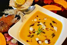 There's nothing more comforting than a warm, creamy and delicious pumpkin soup on a chilly fall day. Here are some of my favorite pumpkin soup recipes. Vegan Appetizers, Easy Appetizer Recipes, Fall Recipes, Healthy Recipes, Healthy Food, Lentil Soup Recipes, Seafood Soup, Pumpkin Soup, C'est Bon