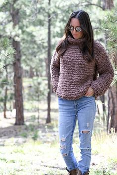 This beginner friendly sherpa knit pullover sweater is so much for to make and works up quick and easy! Free knitting pattern Winter Knitting Patterns, Knitting Kits, Free Knitting, Knitting Projects, Crochet Projects, Diy Projects, Knit Cardigan Pattern, Sweater Patterns, Knit Patterns