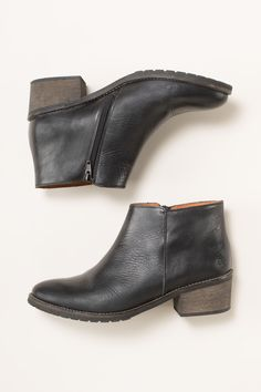 The Kody boot is 100% leather, low heeled boot. Its a perfect to wear everyday. Seasalt boots are the best around! Free delivery and returns!