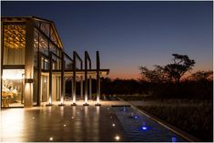 Le-Roy & Cindy se elegante Bosveld troue Game Lodge, Lodges, Bali, Wedding Venues, Spa, Boutique, Mansions, House Styles, Building