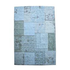 Karpet young turquoise is leverbaar in 2 maten en 6 verschillende kleuren. Dit trendy karpet wordt met de hand gemaakt in india.  Het karpet bestaat uit 100% katoen.  Een