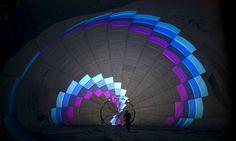 Preparativos para o vôo de um dos balões participantes do festival internacional de balonismo no Parque Nacional Maayan Harod a nordeste de Israel Foto: BAZ RATNER / REUTERS