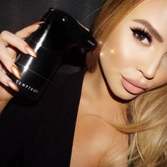 How to Airbrush Your Face Like an Instagram-Famous Makeup Artist