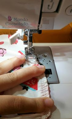 Mundo Encantado da Miih: PAP - Touca Cozinheiro Hat Patterns To Sew, Funky Design, Diy Crafts To Sell, Needlework, Projects To Try, Patches, Sewing, Things To Sell, Bandanas