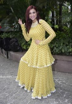 Parineeti Chopra at 'Namaste England' Promotions : Even though a part of me did find the double-tier juvenile, the color and print of this Ridhi Mehra maxi dress matched her personality so well that in the end, I found the look quite likable. Pakistani Dress Design, Pakistani Outfits, Indian Outfits, Stylish Dresses, Fashion Dresses, Indian Designer Suits, Dress Neck Designs, Kurti Designs Party Wear, Indian Gowns