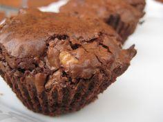 WARNING: denne brownie er hverken LCHF eller slankemad – men kan sagtens nydes med måde. Og så er den rigtig god til søndagskaffen :-) Når min og min søsters kærester kommer til søndagsmidda…