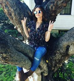 Lucy Hale as Aria Montgomery Pretty Little Liars season 7 behind the scenes Rosewood Church