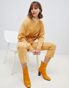 Stradivarius STR cropped sweat at ASOS. Western Photography, Clothing Photography, Photography Women, Fashion Photography, Fashion Shoot, Editorial Fashion, Sitting Poses, Model Test, Ulzzang Fashion