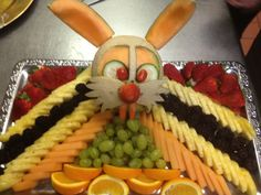 Easter Bunny Fruit Tray - this one is kinda creepy. Maybe celery sticks for whiskers instead?