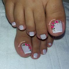 23 that will make you bright summer nails designs glitter fun 008 Toe Nail Color, Toe Nail Art, Nail Colors, Pretty Toe Nails, Cute Toe Nails, Toenail Art Designs, Pedicure Designs, Bright Summer Nails, Summer Toe Nails
