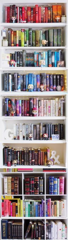 Colour-sorted Bookshelf + matching Funko Pop figurines (by Grace's Library) < Very cute. Would look perfect in a family space and a more practical bookshelf than my dream library ; I Love Books, Great Books, Books To Read, My Books, Deco Pastel, Library Bookshelves, Bookcases, Organizing Bookshelves, Bookshelf Plans