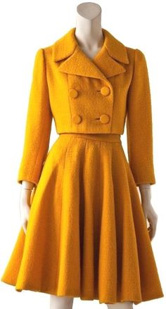 Vintage Dresses Norman Norell suit Wow, a beautiful suit that one could wear today - Vintage Mode, Moda Vintage, Vintage Grunge, 50s Vintage, Shabby Vintage, Retro Fashion, Vintage Fashion, Womens Fashion, Fashion Trends