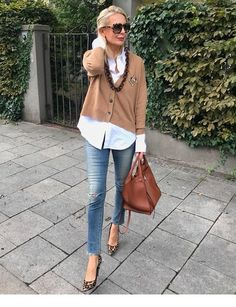 Ideas clothes for women over 50 outfits over 50 casual for 2019 Over 60 Fashion, Over 50 Womens Fashion, Fashion Over 50, Look Fashion, Autumn Fashion, Mode Outfits, Chic Outfits, Fall Outfits, Fashion Outfits