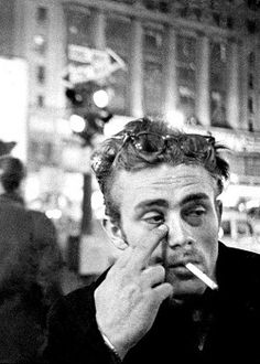 James Dean photographed by Dennis Stock in New York City, 1955 Classic Hollywood, Old Hollywood, Dennis Stock, James Dean Photos, East Of Eden, Actor James, Cinema, Idol, Music Icon