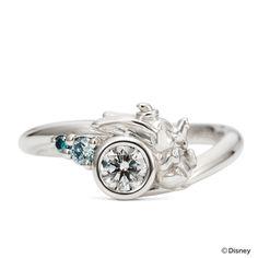 ダイヤモンドに寄り添うのは立体的にデザインされた「ダンボ」。 嬉しそうな表情が可愛らしいデザイン。脇に添えられたブルーダイヤモンドもポイントです。 ※こちらはお客さまのオーダーメイドジュエリーです。