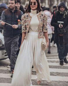 Runway fashion ideas at new york fashion week - Herren- und Damenmode - Kleidung Look Fashion, Indian Fashion, Runway Fashion, High Fashion, Winter Fashion, Womens Fashion, Fashion Design, Fashion Trends, Fashion Ideas