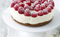 Cheesecake with raspberries and white chocolate No Bake Desserts, Dessert Recipes, Easy Homemade Desserts, I Want Food, Sports Food, Recipes From Heaven, Chocolate Desserts, Yummy Cakes, Baked Goods