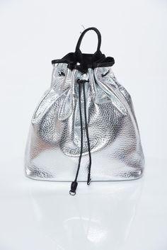 Comanda online, Geanta dama argintie casual din piele ecologica cu aspect metalic. Articole masurate, calitate garantata!