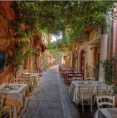 Athens Tour : Restaurants in Plaka #athens