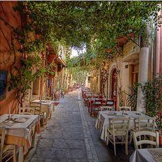 Athens Tour : Restaurants in Plaka #athens