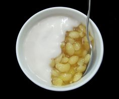 Hyacinth Bean Sweet Soup Recipe (Chè Đậu Ván)is one of popular Vietnamese Dessert Recipes in our country. It is also simple for cooking. This dish is originally come from Huế city.   Get this recipe at http://www.vietnamesefood.com.vn/vietnamese-recipes/vietnamese-dessert-recipes/hyacinth-bean-sweet-soup-recipe-che-dau-van.html