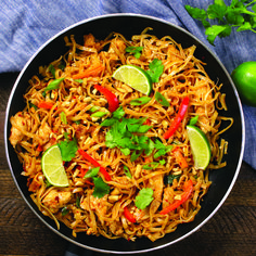 The easiest, most unbelievably delicious Chicken Pad Thai is full of authentic f. - The easiest, most unbelievably delicious Chicken Pad Thai is full of authentic favors and so much b - Easy Weeknight Meals, Easy Meals, Asian Recipes, Healthy Recipes, Good Food, Yummy Food, Easy Dinner Recipes, Dinner Ideas, Meal Ideas For 2