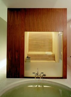 A spiritually and physically cleansing sauna, brought to you by Claesson-Koivisto Rune. Modern Saunas, Sauna, Hot Tub Repair, Tub Shower Combo, Beautiful Bathrooms, Wellness Design, Bathroom Spa, Shower Tub, Spa Rooms