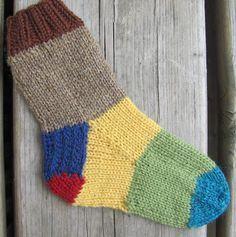 Inspirational suggestions that we seriously like! Loom Yarn, Loom Knitting, Knitting Socks, Baby Knitting, Knitting Patterns, Yarn Projects, Knitting Projects, Knitted Slippers, Knitted Hats
