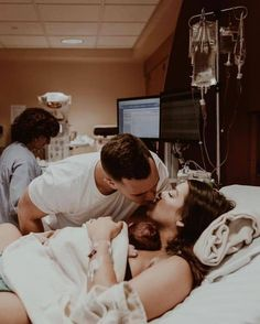 Top 20 Photos to Take Before Leaving the Hospital with your Newborn