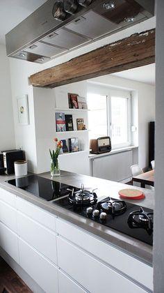 grau wei e k che dunkler boden jetzt noch helles holz f r die korpusse und fronten dann ist es. Black Bedroom Furniture Sets. Home Design Ideas