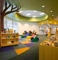 Foundation / Primary library ideas-- I love the tree School Library Design, Kids Library, Modern Library, Library Ideas, Learning Spaces, Learning Centers, 21st Century Schools, Saint Roch, Kindergarten Design