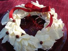 Cupcake wreath with white chocolate leaves