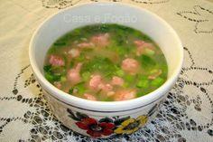 Sopa de mandioca com linguiça