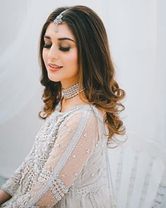 Desi Wedding Dresses, White Bridal Dresses, Pakistani Wedding Outfits, Indian Gowns Dresses, Pakistani Bridal, Pakistani Wedding Hairstyles, Hairstyles For Gowns, Bollywood Hairstyles, Bridal Hairstyles