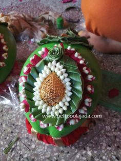 Order Fresh flower poolajada, bridal accessories from our local branches present over SouthIndia, Mumbai, Delhi, Singapore and USA. Thali Decoration Ideas, Decor Ideas, Wedding Art, Wedding Events, Wrapping Ideas, Gift Wrapping, Telugu Brides, Bridal Hairdo, Hindu Bride