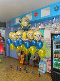 Decoración con globos de Minions para una piñata