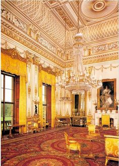 Buckingham Palace is in London, where the Queen of England lives. - learn English at home free Buckingham Palace, Palais De Westminster, Palaces, English At Home, Kensington, Shetland, Palace Interior, Villa, Royal Residence