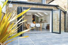Hire interior designers and builders London for loft conversions and house extensions, such as side return kitchen extensions for Victorian terraced houses. Get an instant online quote and see how you can benefit from a side return extension. Deck With Pergola, Patio Roof, Pergola Plans, Pergola Ideas, Pergola Shade, Pergola Kits, Side Return Extension, Rear Extension, Unique House Design