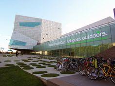 Walker Art Center & Minneapolis Sculpture Garden. Minneapolis, MN, USA