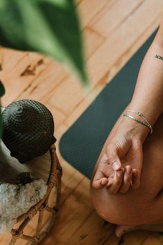 Manifestation Meditation, Meditation Space, Daily Meditation, Best Yoga Clothes, Yoga Pictures, Meditation Techniques, Yoga Photography, Pranayama, Yoga Videos