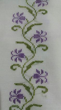 Towel with Cross-Stitch Simple Cross Stitch, Cross Stitch Borders, Cross Stitch Flowers, Cross Stitch Charts, Cross Stitch Designs, Cross Stitching, Cross Stitch Embroidery, Embroidery Patterns, Hand Embroidery