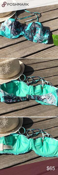 🌴Kate Spade Harbour Island Blue Halter Limited Kate Spade Harbour Island Blue.... sold out at retailers!! Elegant Kate Spade style!! Stunning at the beach, pool and resort!! 🌴 Nylon/Spandex Blend Size Large kate spade Swim Bikinis