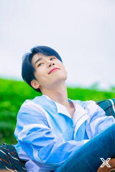 Photoshoot behind --Han Seungwoo Quantum Leap, Fans Cafe, Boyfriend Material, Korean Boy Bands, Pretty Pictures, Cute Boys, Mini Albums, Boy Groups, Actors & Actresses