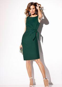 Vestido tubinho verde escuro encomendar agora na loja on-line bonprix.de  R$ 119,00 a partir de Vestido de malha para encantar! Com decote quadrado raso e ...