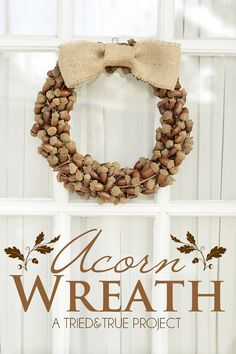 Fall Wreath with Acorns - Decorate your door with this beautiful acorn wreath! #diy #autumn #wreath