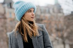 ¡Hay 5 gorros que serán tendencia este invierno 2021! Girl Fashion Style, Womens Fashion For Work, Total Black, Pale Fire, Winter Pastels, Sports Illustrated Models, Oufits Casual, Most Beautiful Models, Knitted Hats