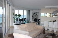 North Miami contemporary living room