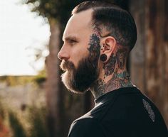 How to trim his beard? Personal tutorial and tips - Mode et Beaute Brown Beard, Thick Beard, Bald With Beard, Red Beard, Short Beard, Man Bun Hairstyles, Pompadour Hairstyle, Pompadour Fade, Tatoo