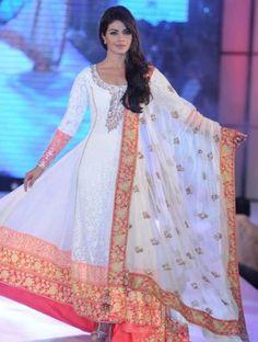 Priyanka Chopra dazzles in Manish Malhotra Anarkali